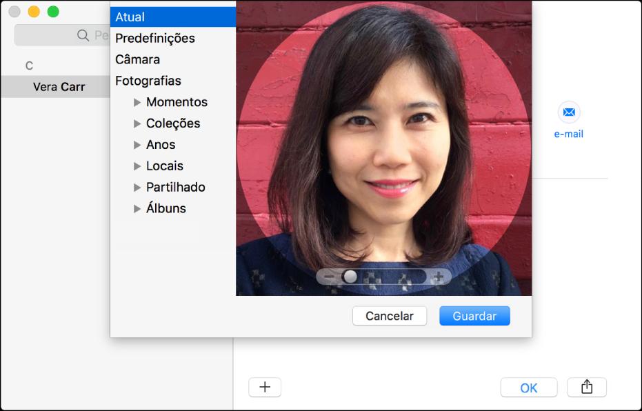 A janela para adicionar ou alterar a imagem de um contacto: à esquerda encontra-se a lista de fontes, como Predefinições ou Câmara, e à direita encontra-se a imagem atual, com um nivelador para ampliar ou reduzir a imagem.