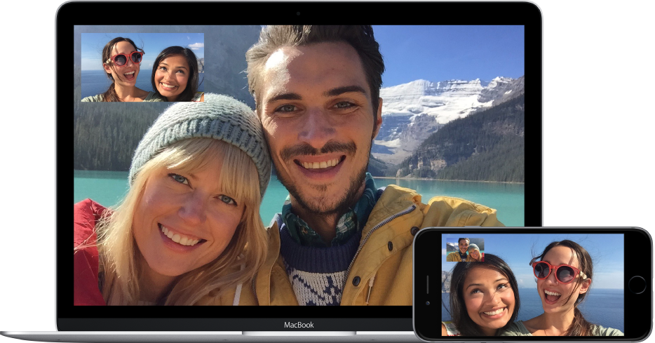 Δύο φίλοι που πραγματοποιούν βιντεοκλήση FaceTime με ένα ζευγάρι. Οι δύο φίλοι, που χρησιμοποιούν ένα MacBook, βλέπουν το ζευγάρι στην κύρια εικόνα και τον εαυτό τους στην εικόνα μέσα σε εικόνα στην άνω αριστερή γωνία της οθόνης. Το ζευγάρι χρησιμοποιεί το iPhone, και βλέπουν τους φίλους τους στην κύρια εικόνα, και τους ευατούς τους στην πάνω γωνία.