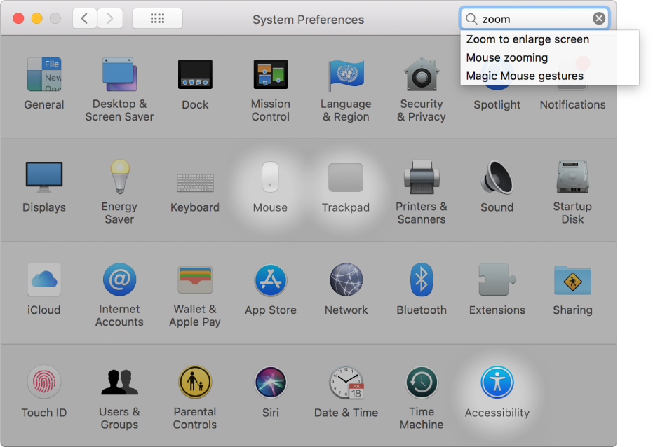 """Okno Systémových nastavení zobrazujúce výraz """"zoom"""" vovyhľadávacom poli, zoznam zhodujúcich sa výsledkov vyhľadávania pod vyhľadávacím poľom a tri zvýraznené ikony nastavení."""