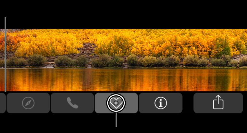 Touch Bar แบบซูมเข้าอยู่ตามแนวด้านล่างสุดของหน้าจอ วงกลมที่อยู่เหนือปุ่มจะเปลี่ยนแปลงเมื่อเลือกปุ่มนั้นอยู่