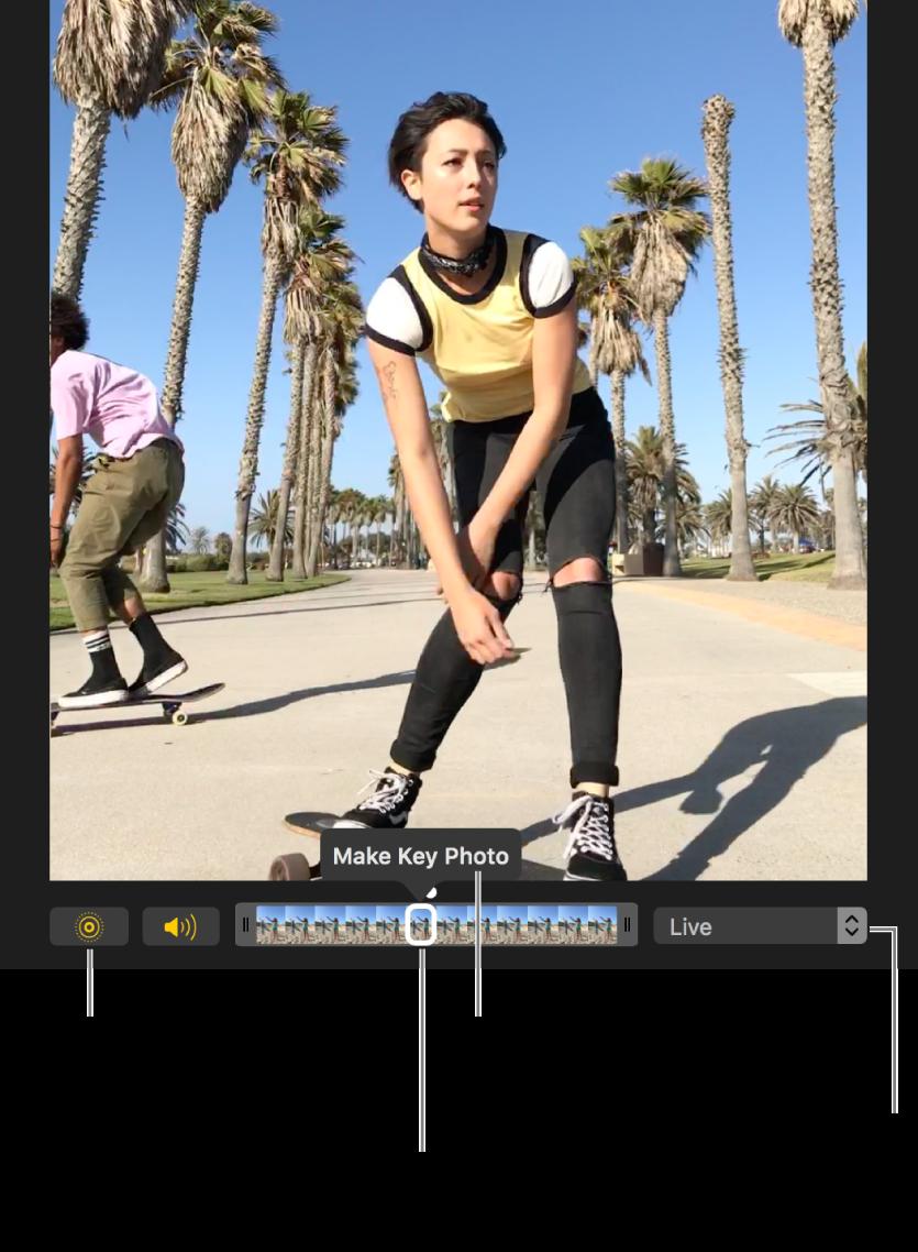 아래에 사진 프레임이 표시된 슬라이더가 있는 편집 보기 상태의 Live Photo. Live Photo 버튼 및 스피커 버튼이 슬라이더 왼쪽에 있고 오른쪽에는 루프, 바운스 또는 장노출 효과를 추가하는 데 사용할 수 있는 팝업 메뉴가 있음.
