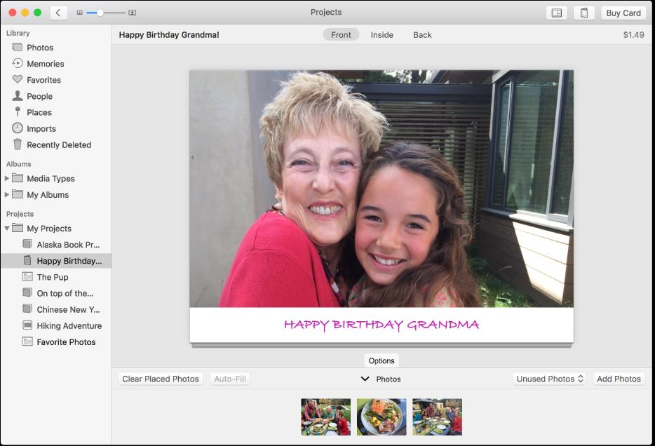 Okno aplikacji Zdjęcia zawierające kartę.