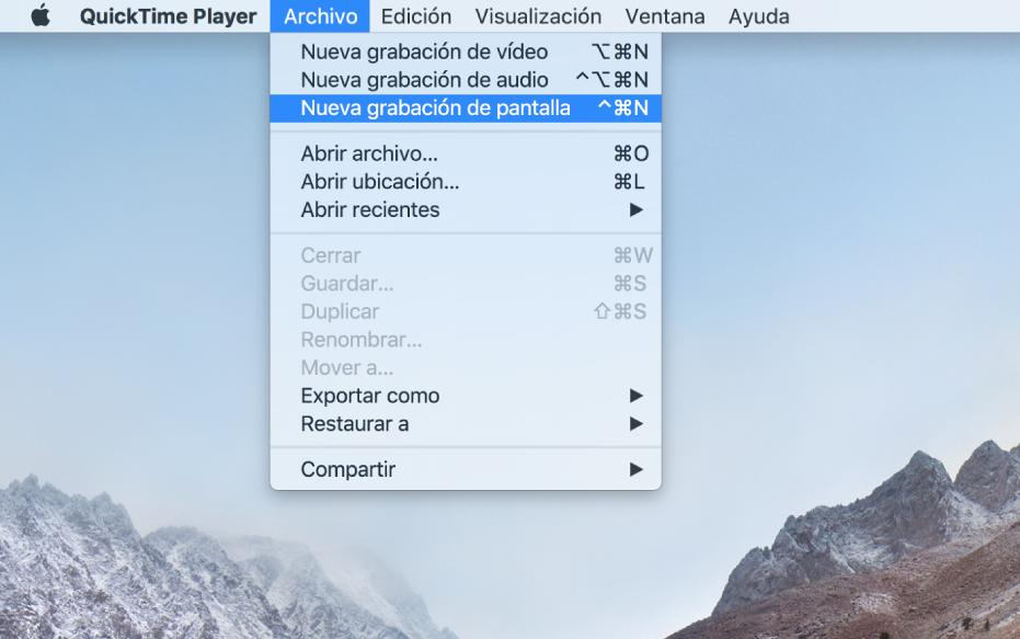 """Una pantalla del Mac que muestra una grabación de pantalla después de que el usuario seleccione Archivo > Nueva grabación de pantalla, haga clic en Grabar, arrastre una parte de la pantalla y, a continuación, haga clic en el botón """"Iniciar grabación"""". La parte de la pantalla que está seleccionada muestra el puntero haciendo clic sobre un ítem de """"Emojis y símbolos"""" en el menú Edición del Finder."""