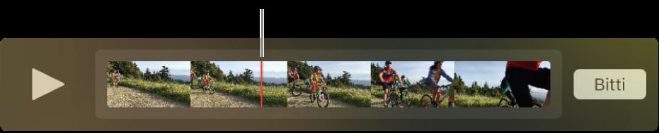 QuickTime Player penceresinde bir klip ve klibin ortasına yakın oynatma çubuğu.
