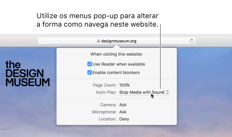 """A caixa de diálogo que aparece por baixo do campo de pesquisa inteligente quando seleciona Safari > """"Definições deste website"""". A caixa de diálogo contém opções para personalizar como navega no website atual, incluindo a vista do Leitor, ativar bloqueadores de conteúdo, etc."""