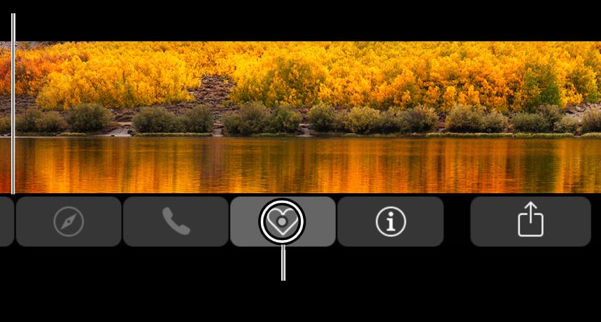 Touch Bar ampliada na parte inferior da tela; o círculo sobre um botão muda quando o botão é selecionado.