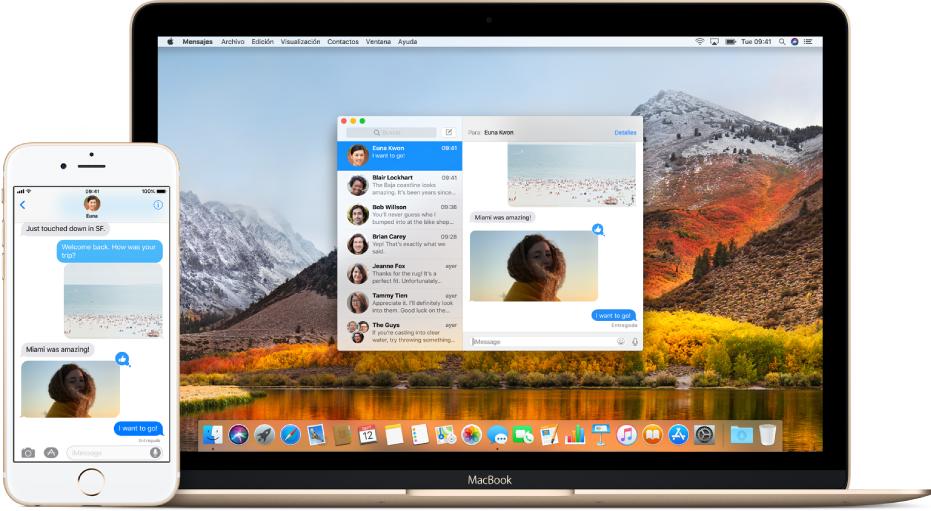 Un iPhone junto a una Mac, con la app Mensajes abierta en ambos dispositivos mostrando la misma conversación de mensajes.