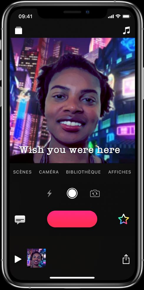 Une scène en selfie dans le visualiseur avec un titre live en bas.