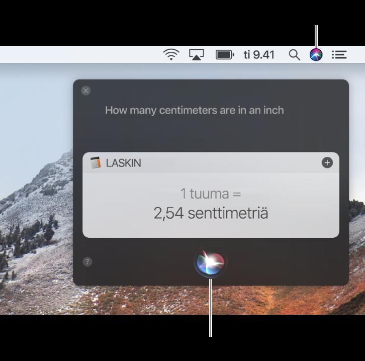 """Macin työpöydän oikea yläkulma, jossa näkyy valikkorivillä oleva Siri-kuvake, sekä Siri-ikkuna, joka sisältää kysymyksen """"Kuinka monta senttimetriä on yksi tuuma?"""" ja vastauksen (muunnos Laskimesta). Tee toinen pyyntö klikkaamalla Siri-ikkunan alareunassa keskellä sijaitsevaa kuvaketta."""