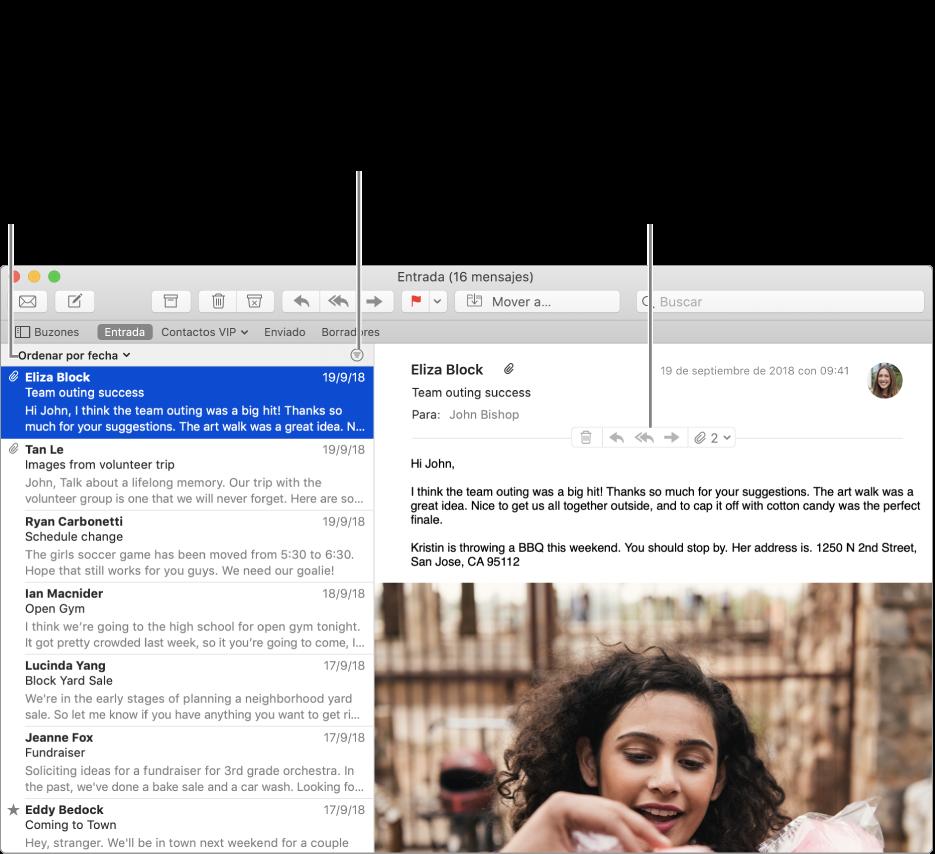 """La ventana de Mail. Haz clic en """"Ordenar por fecha"""" sobre la lista de mensajes para cambiar el orden de los mensajes. Arrastra la barra de separación para mostrar más o menos de los mensajes. Coloca el puntero sobre el área de encabezado del mensaje para mostrar botones para responder, guardar los archivos adjuntos y más."""