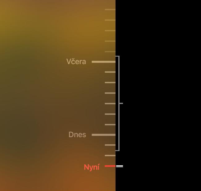 Časová osa záloh rozdělená pomocí šedých dílků. Červený dílek na ose označuje zálohu, kterou si právě prohlížíte