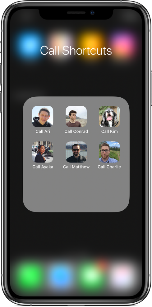 Raccourcis Appeler dans un dossier de l'écran d'accueil affichant des images de contacts.