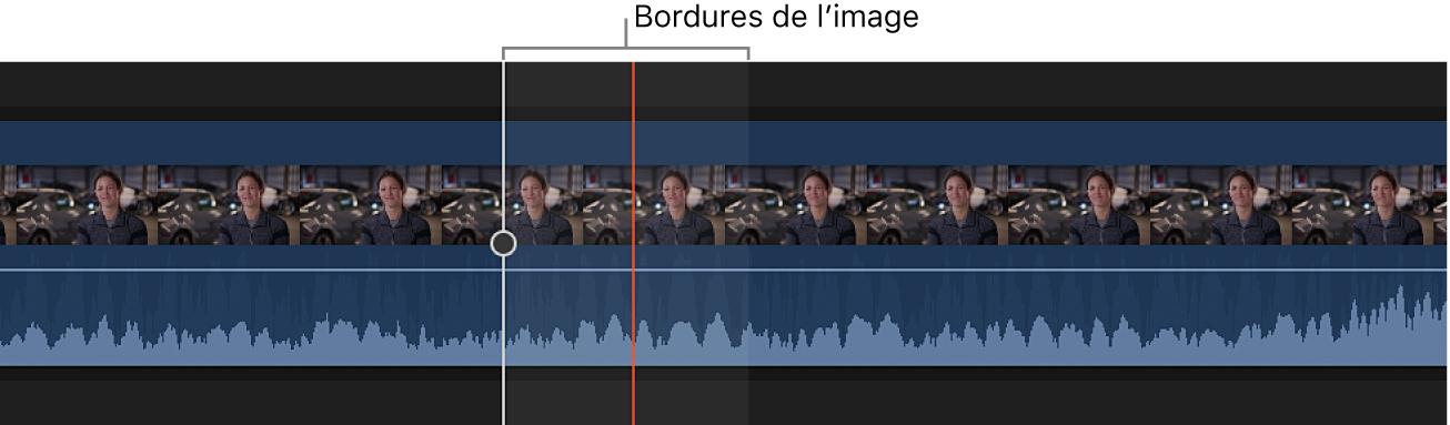 Zoom avant sur un plan dans la timeline pour afficher la forme d'onde audio à l'intérieur des bordures d'une image vidéo