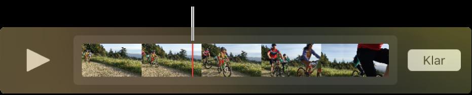 Ett klipp i QuickTime Player-fönstret med uppspelningshuvudet nära mitten av klippet.