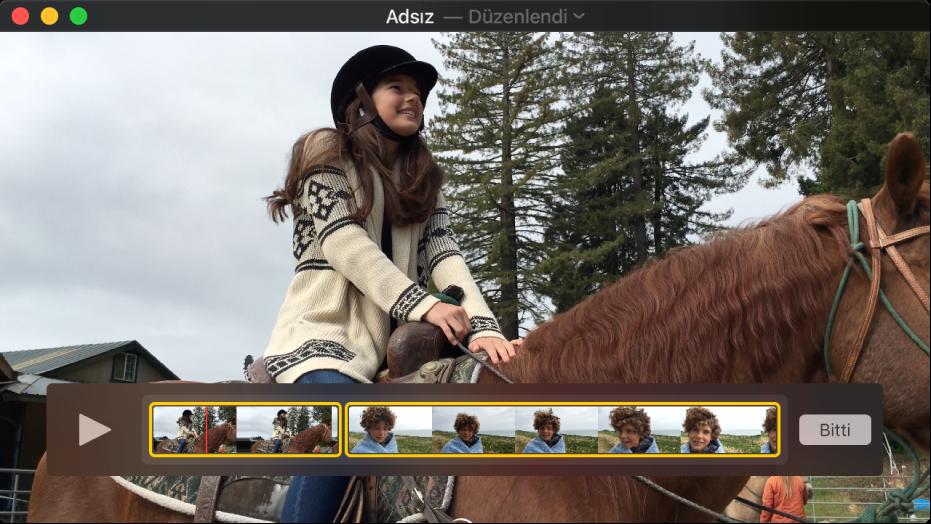 En altta klip düzenleyici görünür biçimde QuickTime Player penceresi.