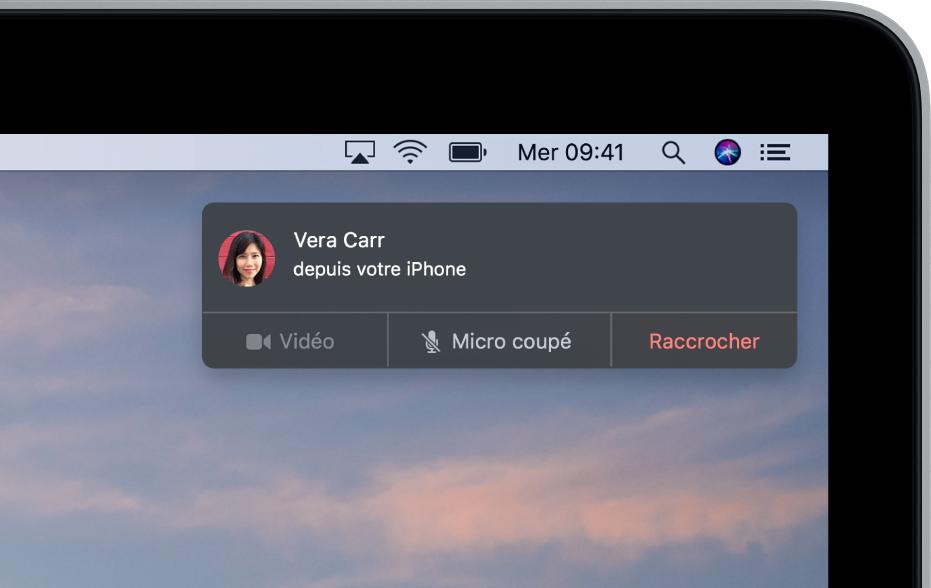Une notification dans le coin supérieur droit d'un Mac affichant un appel entrant via un iPhone.
