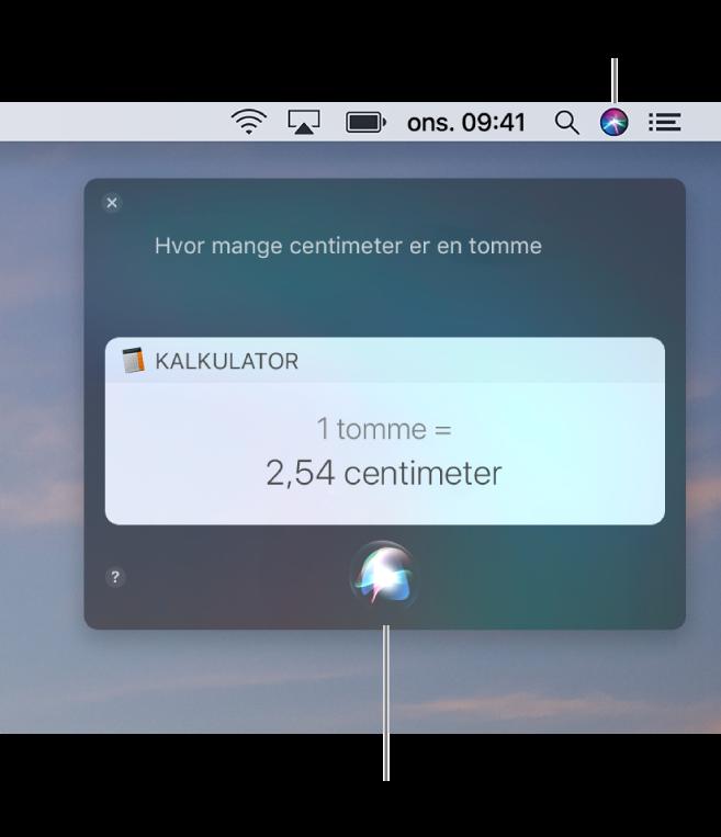 Øvre høyre del av Mac-skrivebordet som viser Siri-symbolet i menylinjen og Siri-vinduet med spørsmålet «Hvor mange centimeter er det i en tomme», og svaret (konverteringen fra Kalkulator). Klikk på symbolet nede i midten av Siri-vinduet for å stille et annet spørsmål.