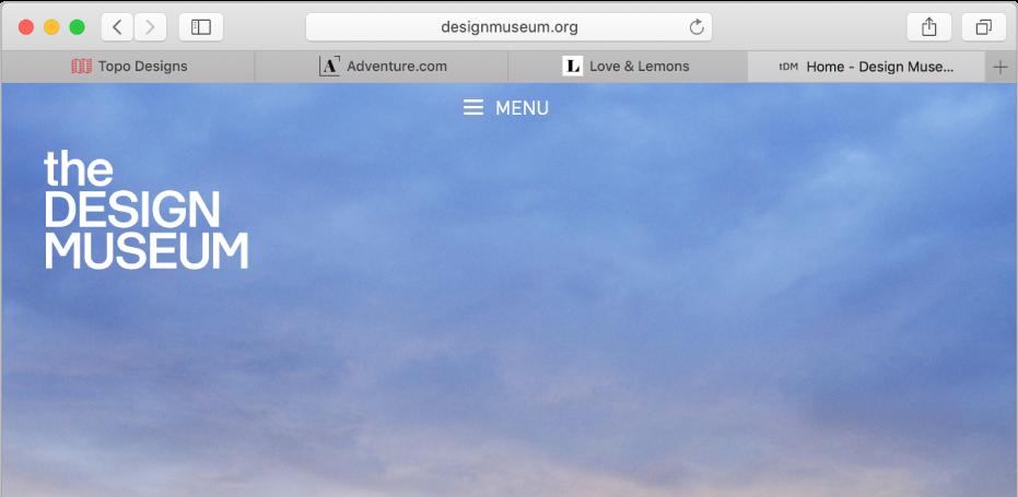 Safarin ikkuna, jossa neljä välilehteä. Jokaisessa näkyy verkkosivuston kuvake ja nimi.