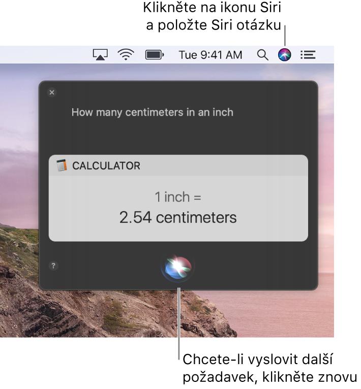 """Pravý horní roh plochy Macu, kde je na řádku nabídek ikona Siri aokno Siri sdotazem """"How many centimeters are in an inch"""" aodpovědí (převod zKalkulačky). Další požadavek můžete zadat po kliknutí na ikonu uprostřed udolního okraje okna Siri"""