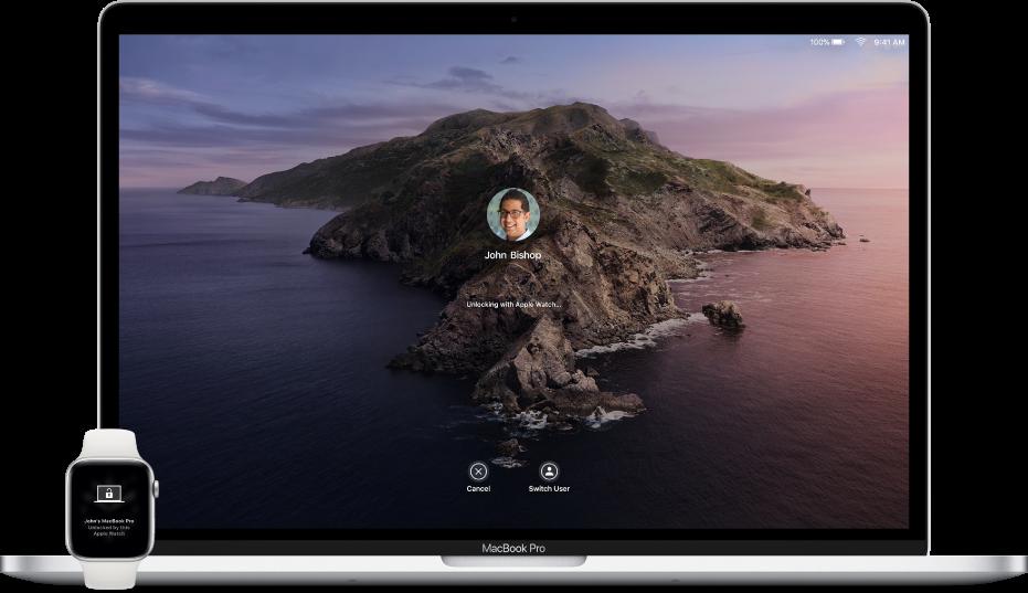Une AppleWatch affichant une notification concernant le déverrouillage d'un Mac se trouve en regard du Mac déverrouillé.