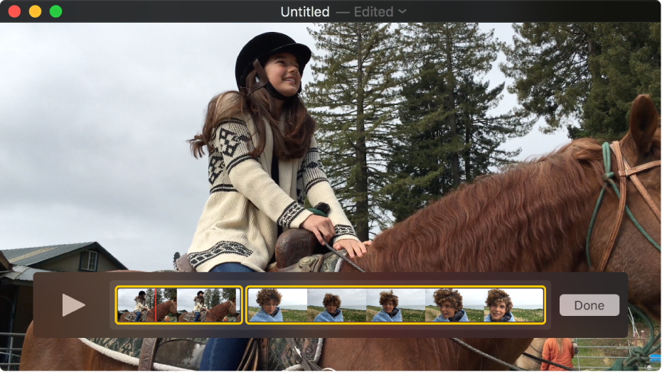 Finestra di QuickTime Player con l'editor dei clip nella parte inferiore della finestra.