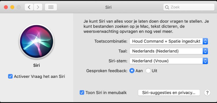 Het voorkeurenvenster 'Siri' met links het aankruisvak 'Activeer Vraag het aan Siri' dat is ingeschakeld en rechts verschillende opties om Siri aan te passen.