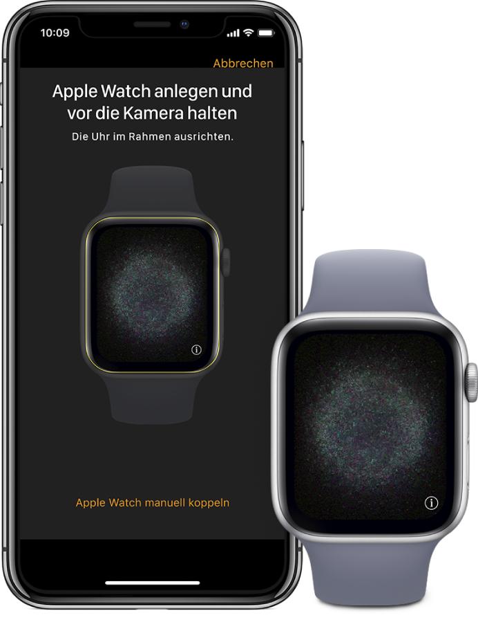 Illustration eines Kopplungsvorgangs, auf der ein linker Arm mit der AppleWatch am Handgelenk und eine rechte Hand mit dem gekoppelten iPhone zu sehen ist. Auf dem Bildschirm des iPhone siehst du die Kopplungsanleitungen und den Sucher, in dem die AppleWatch zu sehen ist, auf dem Bildschirm der AppleWatch die Kopplungsillustration.