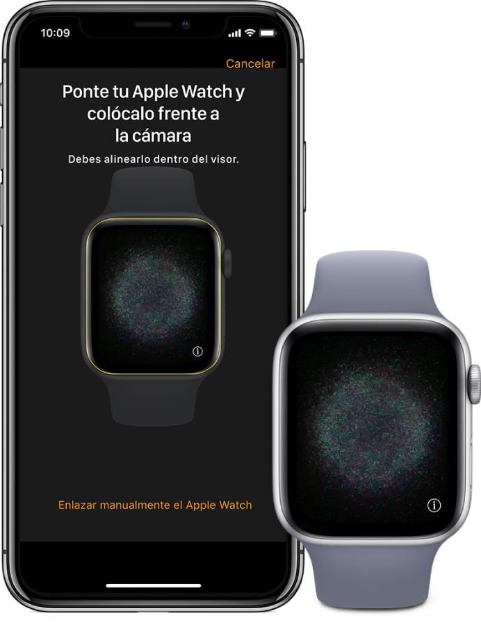Ilustración de enlace mostrando un brazo izquierdo con el AppleWatch en la muñeca y una mano derecha sosteniendo el iPhone acompañante. La pantalla del iPhone muestra las instrucciones para realizar el enlace con el AppleWatch que se ve en el visor, y la pantalla de AppleWatch muestra la ilustración de enlazado.