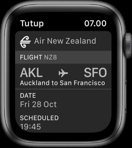 Apple Watch menampilkan boarding pass.