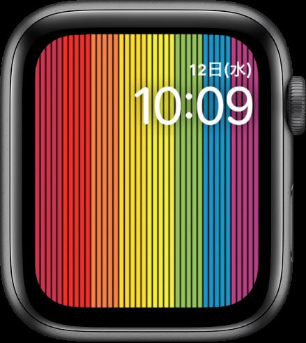 縦のレインボーストライプが表示された「プライドデジタル」の文字盤。右上に曜日、日付、現在の時刻が表示されています。