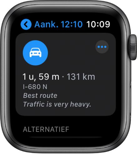 De Kaarten app met een voorgestelde route, inclusief de afstand en de geschatte reistijd die nodig is om de bestemming te bereiken. Rechtsbovenin verschijnt de knop 'Meer'.