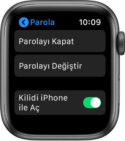Üstte kapalı Parola düğmesi, altında Parolayı Değiştir düğmesi ve alt kısımda iPhone ile kilidi aç gösterilen parola ayarları.