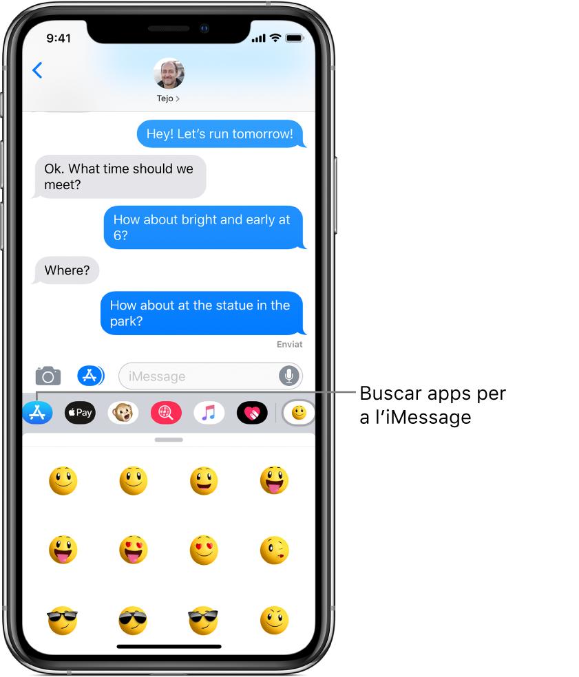 """Conversa de l'app Missatges amb el botó """"Explorador d'apps"""" de l'iMessage seleccionat. El calaix d'apps obert mostra gomets amb emoticones."""