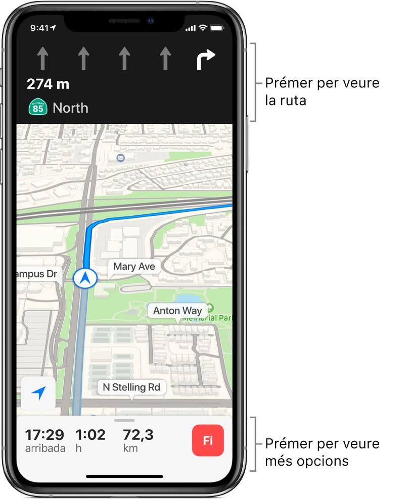 Mapa que mostra una ruta amb una instrucció per girar a la dreta d'aquí a menys de 300 metres. A la part inferior del mapa, a l'esquerra del botó Fi, hi ha l'hora d'arribada, el temps de viatge i els quilòmetres totals.