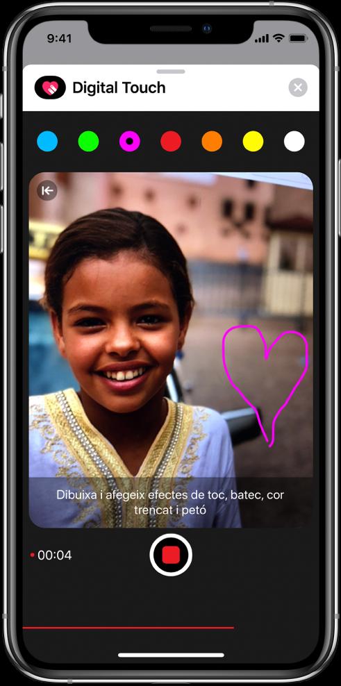"""Llenç per dibuixar amb les eines de dibuix de Digital Touch que es mostren durant una gravació de vídeo. El selector de color es troba al capdamunt. El botó """"Gravar vídeo"""" es troba a la part inferior."""