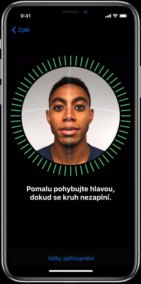 Obrazovka nastavení rozpoznávání FaceID Na obrazovce je vidět tvář vkruhu. Pod ní se nachází text spokynem, abyste pomalým pohybem hlavy opsali celý kruh.