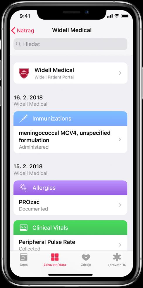 Snímek obrazovky se zdravotními záznamy vchronologickém pořadí od nejnovějších knejstarším. Jako původce záznamů je vhorní části obrazovky uvedena společnost Widell Medical, Widell Patient Portal. Nejnovější záznam sdatem 16. února 2018 se týká očkování vakcínou proti meningokokovi MCV4 sneuvedeným složením. Za tímto záznamem oočkování následují dva záznamy sdatem 15. února 2018, jeden oalergii na Prozac adruhý oměření periferního pulzu.
