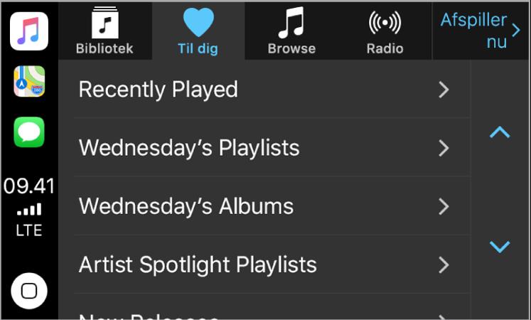 CarPlay-skærm, der viser valgt musik i Til dig. De andre musikmuligheder – Nyt, Radio, Spillelister og Min musik – vises som knapper øverst. I nederste venstre hjørne findes knappen Hjem.