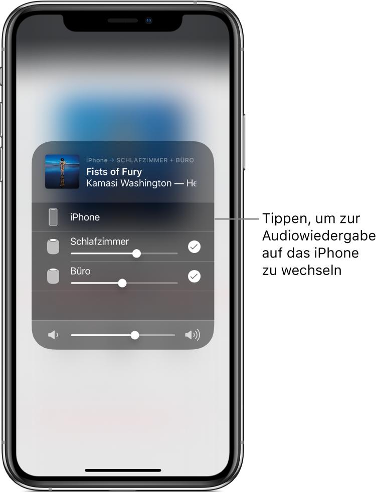"""Ein geöffnetes AirPlay-Fenster mit einem Musiktitel und Künstlernamen oben und einem Lautstärkeregler unten. Die Lautsprecher im Schlafzimmer und im Büro sind aktiviert. Eine Anmerkung weist auf das iPhone und lautet sinngemäß: """"Tippen, um Audio auf iPhone wiederzugeben""""."""