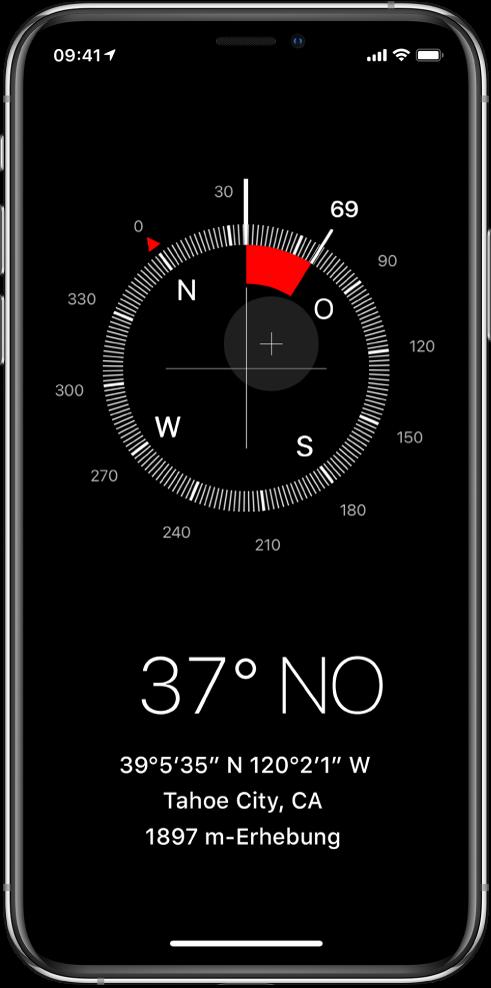 """Die App """"Kompass"""" mit der Richtung, in die das iPhone zeigt, sowie den Koordinaten und der Höhe des aktuellen Standorts."""