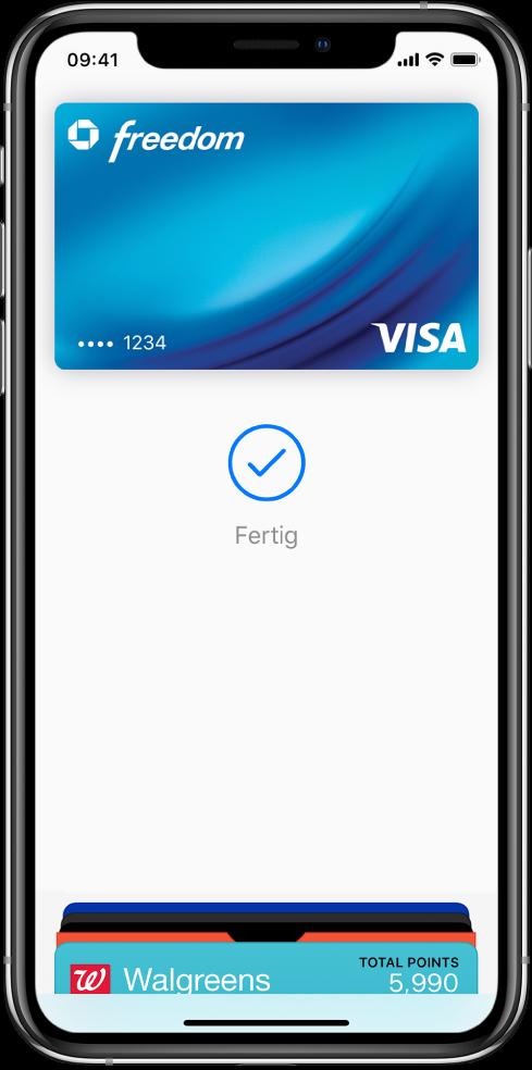 """Eine Kreditkarte auf dem Bildschirm """"Wallet"""". Unter der Karte sind ein Häkchen und die Bestätigung """"Fertig"""" zu sehen; sie besagen, dass der Vorgang abgeschlossen ist."""
