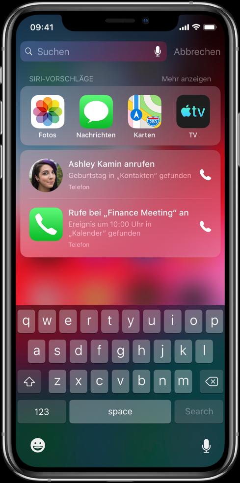 """Ein Suchbildschirm mit einer Leiste mit Apps unter dem Motto """"Siri-Vorschläge"""". Darunter befinden sich zusätzliche Siri-Vorschläge, zum Beispiel der Vorschlag, einer Person zum Geburtstag zu gratulieren oder an einem im Kalender terminierten Meeting teilzunehmen."""