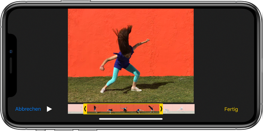 """Ein Video mit der Bildansicht entlang des unteren Bildschirmrands. Unten links befinden sich die Tasten """"Abbrechen"""" und """"Wiedergabe"""", unten rechts die Taste """"Fertig""""."""