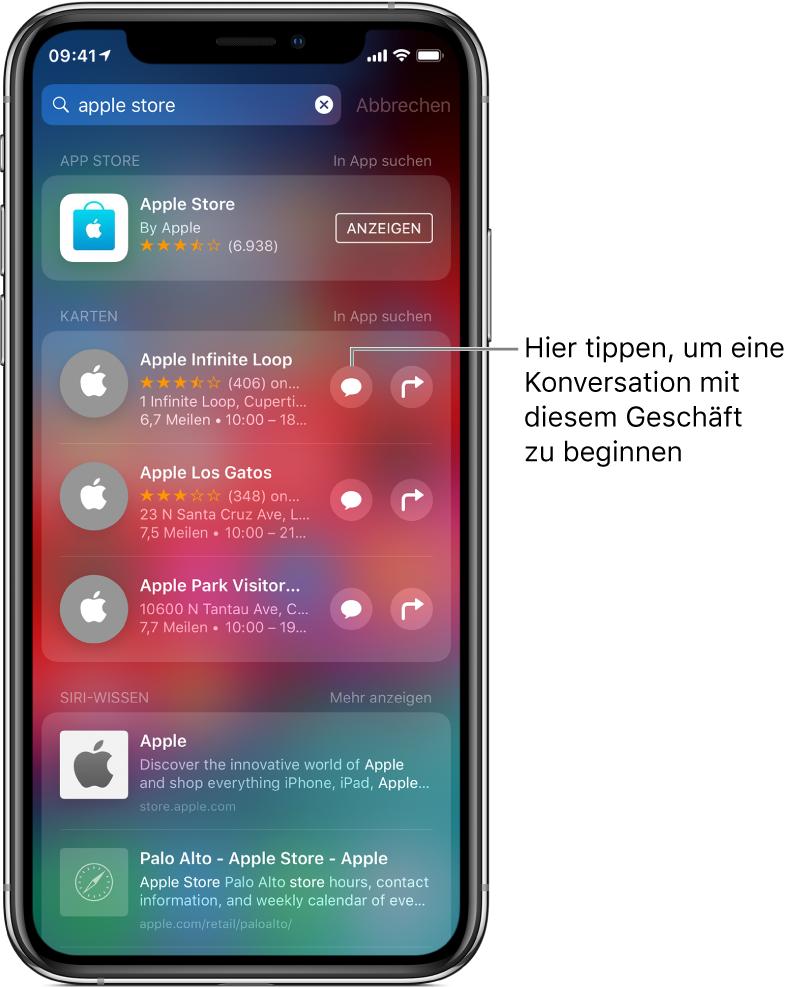 """Der Suchbildschirm mit den im App Store, in der App """"Karten"""" und auf Websites gefundenen Objekten für """"Apple Store"""". Für jedes Objekt werden eine kurze Beschreibung, eine Bewertung und/oder eine Adresse sowie die URL der zugehörigen Website angezeigt. Für das erste Objekt wird eine Taste zum Starten der Konversation mit dem Apple Store angezeigt."""