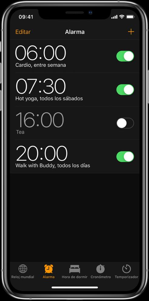 La pestaña Alarma mostrando cuatro alarmas configuradas a diferentes horas.