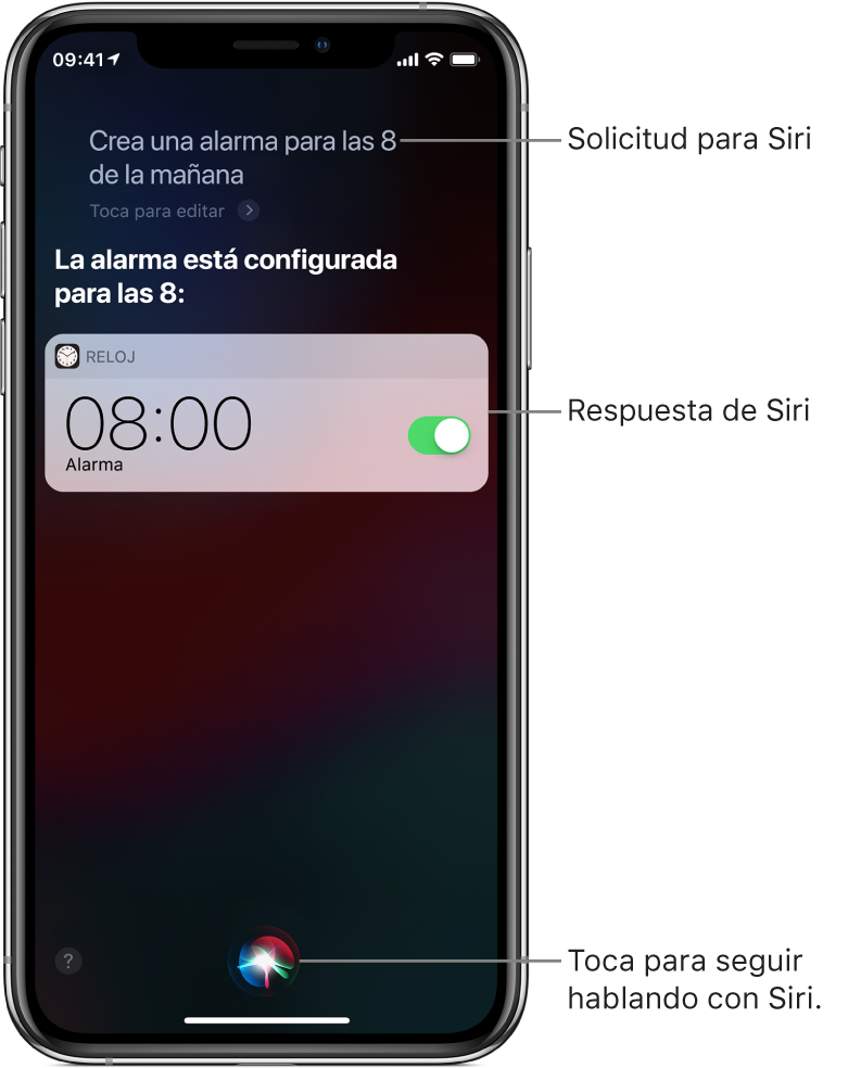 """Pantalla de Siri mostrando que se le pide """"Establecer una alarma para las 8 a.m."""" y en respuesta, dice """"OK"""". Una notificación de la app Reloj muestra que hay una alarma activada para las 8:00 a.m. Un botón en la parte inferior de la pantalla se usa para seguir hablando con Siri."""