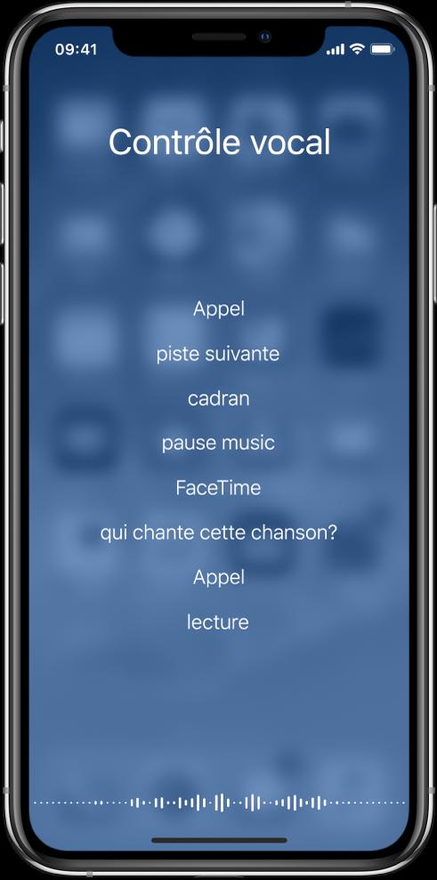 Écran de Contrôle vocal, montrant des exemples de commandes que vous pouvez utiliser. Une forme représentant une onde sonore apparaît au bas de l'écran.