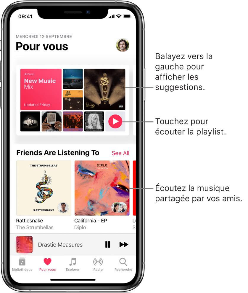 L'écran Pourvous affichant la playlist Nouveautés en haut. Un bouton Lecture apparaît en bas à droite de la playlist. En dessous se trouve la section Musique qu'écoutent vos amis; elle présente deux pochettes d'album.