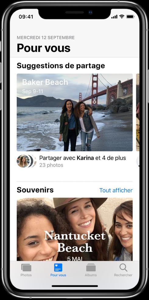 L'app Photos montrant le bouton Pour vous sélectionné en bas de l'écran et une Suggestion de partage en haut de l'écran.