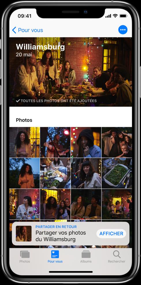 Un écran Suggestions de partage affichant les photos partagées d'un événement. En haut à gauche se trouve un bouton Pourvous permettant de revenir à l'écran Pourvous. Une suggestion de partage des photos de l'événement se trouve en bas de l'écran.